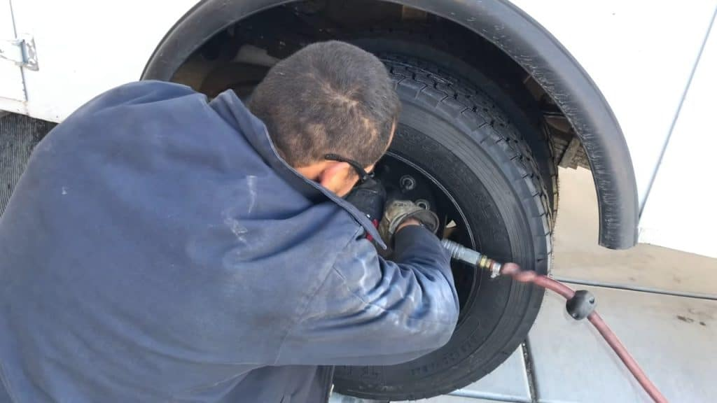 How long does it take to change tires